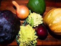 Calabaza, col del romanesco dos, cebolla, pimienta, verde, col púrpura Imagen de archivo