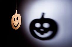 Calabaza de Halloween con la sombra terrible Imagen de archivo libre de regalías