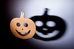 Calabaza de Halloween con la sombra terrible Imagenes de archivo