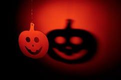 Calabaza de Halloween con la sombra terrible Fotos de archivo