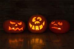 Calabaza de Halloween en fondo de madera Fotos de archivo libres de regalías