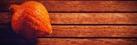 Calabaza en la tabla de madera durante Halloween Fotos de archivo libres de regalías