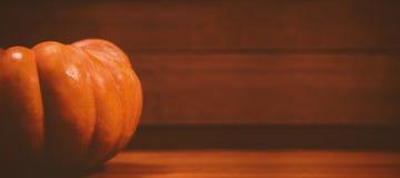 Calabaza en la tabla durante Halloween Fotos de archivo libres de regalías