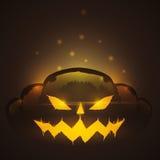 Calabaza fantasmagórica de Halloween que brilla en fondo oscuro Imagen de archivo