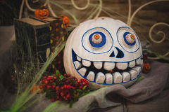 Calabaza pintada asustadiza blanca de Halloween Imágenes de archivo libres de regalías