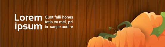 Calabaza sobre la textura de madera Autumn Banner With Copy Space Foto de archivo libre de regalías