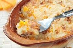 Calabaza y arroz cocidos al horno con las nueces Imagen de archivo
