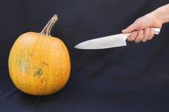 Calabaza y cuchillo fotografía de archivo libre de regalías