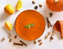 Calabaza y empanada anaranjada foto de archivo