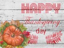 Calabaza y hojas de otoño para el día feliz de la acción de gracias en la madera blanca Imagen de archivo
