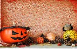 Calabazas adornadas asustadizas para el Halloween y la otra decoración del otoño fotografía de archivo
