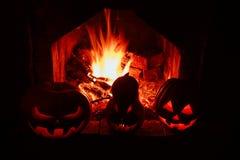 Calabazas de Halloween formidables y divertidas, resplandor de dentro y AR Imagenes de archivo