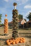 Calabazas de otoño maduras dispuestas en tótem Fotografía de archivo libre de regalías