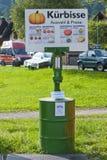Calabazas del autoservicio que compran punto Imagen de archivo libre de regalías