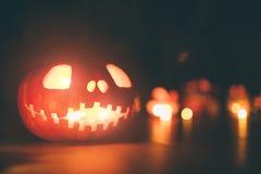 Calabazas del fantasma en Halloween ead Jack en fondo oscuro Decoraciones interiores del día de fiesta Imagenes de archivo