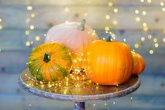 Calabazas para Halloween en la tabla Imagen de archivo