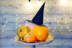Calabazas para Halloween en la tabla Imagen de archivo libre de regalías