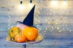 Calabazas para Halloween en la tabla Imágenes de archivo libres de regalías