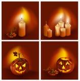 Calabazas sonrientes y velas ardientes. Imagenes de archivo