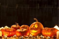 Calabazas y velas de Halloween Fotos de archivo