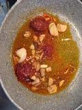 Calabrisan-` nduja mit Zwiebel und Olive ` s ölen Stockbilder
