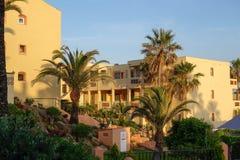 CALAHONDA, ANDALUCIA/SPAIN - 8 DE MAIO: Luz do sol da noite em Dona Lo Imagem de Stock Royalty Free