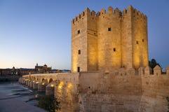 Calahorra πύργος στη ρωμαϊκή γέφυρα στην Κόρδοβα Στοκ εικόνες με δικαίωμα ελεύθερης χρήσης
