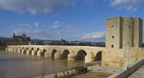 Calahorra und römische Brücke in Cordoba Lizenzfreies Stockbild