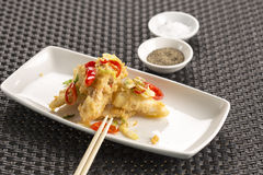 Calamar de sal & de pimenta com yuzu & wasabi Imagem de Stock Royalty Free