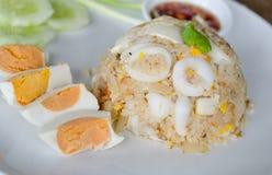 Calamar fritado Stir com yolk de ovo salgado fotografia de stock royalty free