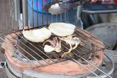 Calamar grelhado em Chanthaburi Tailândia foto de stock