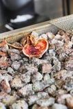 Calamar grelhado sobre carvões quentes imagens de stock royalty free