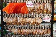 Calamar secado y pescados dulces Fotos de archivo libres de regalías