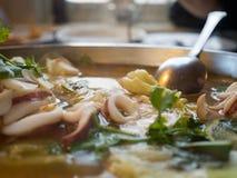 Calamar tailandês de Tom Yum fotografia de stock