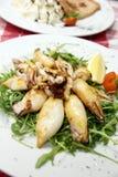 Calamares cocidos al horno en la placa Imagen de archivo libre de regalías