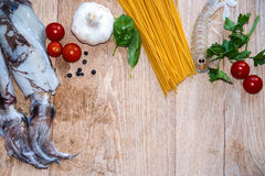 calamares y shripms de los espaguetis Fotos de archivo libres de regalías