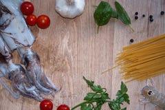 calamares y shripms de los espaguetis Imágenes de archivo libres de regalías