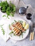 Calamaro al forno farcito con le cipolle, le carote ed i funghi Immagini Stock