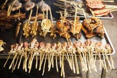 Calamaro arrostito asiatico del Bbq nel mercato Cambogia del kep Immagine Stock