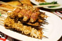Calamaro arrostito, carne di maiale arrostita e bacon arrostito col barbecue fotografia stock libera da diritti