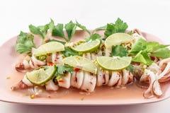 Calamaro cotto a vapore in salsa del limone Immagine Stock