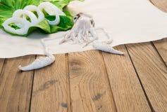 Calamaro fresco sulla tavola di legno Fotografie Stock