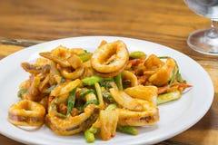 Calamaro fritto in curry giallo, alimento tailandese Fotografia Stock Libera da Diritti