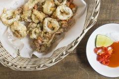 Calamaro fritto piccante con la salsa di peperoncino rosso Fotografia Stock Libera da Diritti