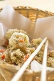 Calamaro fritto piccante con la salsa di peperoncino rosso Immagini Stock