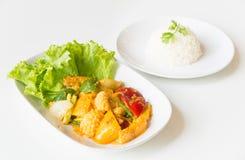 Calamaro fritto Stir con il tuorlo d'uovo salato Immagine Stock