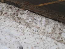 Calamité de neige dans une rue de ville photos stock