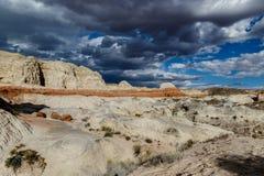 Calanchi di Paria Rimrock con le nuvole e la pioggia di tempesta Fotografie Stock Libere da Diritti