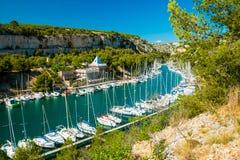 Calanque de Port Miou - Fjord nahe Cassis-Dorf, Provence, Frankreich lizenzfreies stockbild