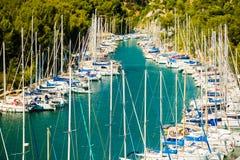 Calanque de Port Miou - fjord près de village de cassis, Provence, France photographie stock